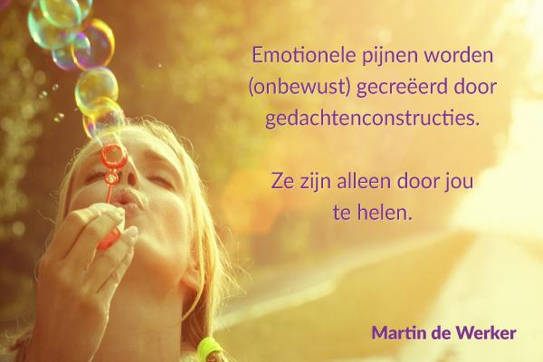 Emotionele pijnen worden gecreëerd door gedachtenconstructies.